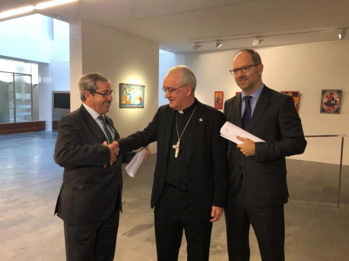 el-obispo-de-barbastro-monzon-angel-perez-felicita-a-los-abogados-de-la-causa-joaquin-guerrero-por-parte-del-obispado-y-alberto-gimeno